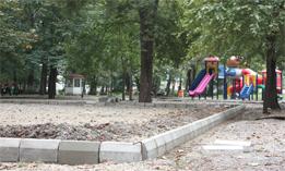 جدول گذاری و بتن ریزی و نصب کف پوش زمین بازی کودکان