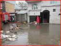 حضور آتشنشانان شهر باران در پی آبگرفتگی بلوار شهید مدرس /گزارش تصویری